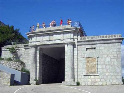 Байдарские ворота - знаменитый горный перевал в Крымских горах