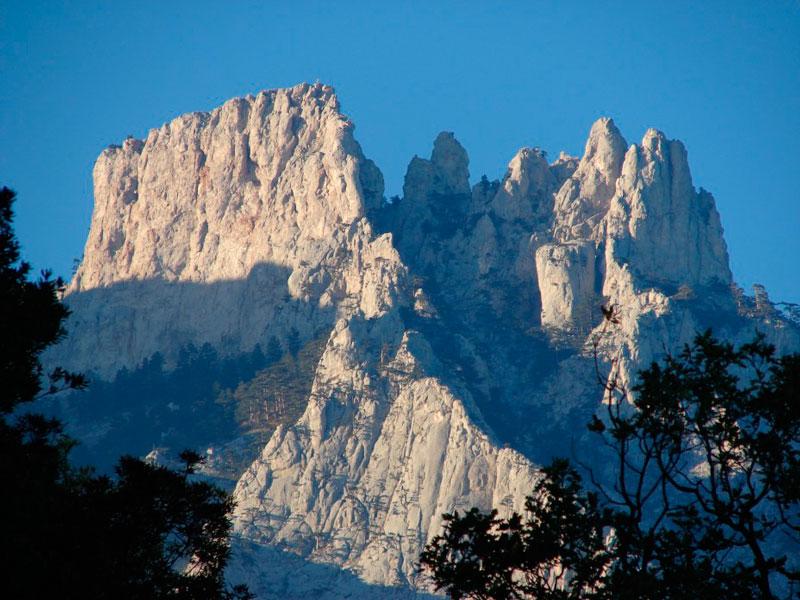Хороший вид на гору Ай-Петри