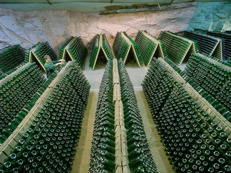 Склад завода шампанских вин в Новом Свете