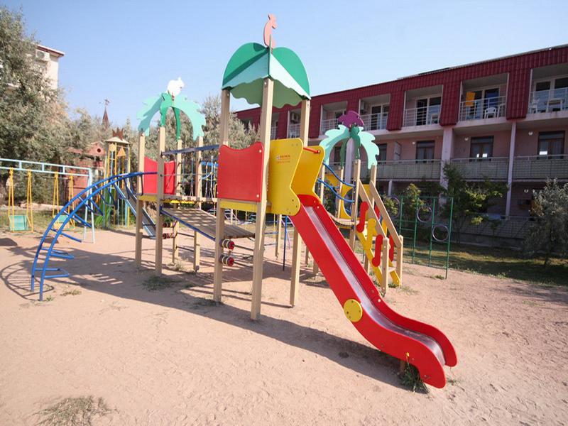 База отдыха «Парус» в курортном поселке Поповка в Крыму