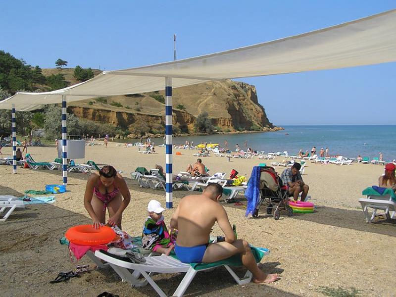 Пляж, который принадлежит санаторию Черноморец