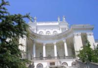 Санаторий «Украина» расположился в живописном месте неподалеку от Ялты