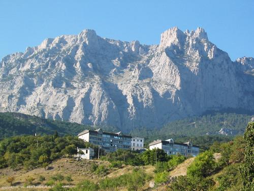 Домики для отдыхающих вблизи горы Ай-Петри