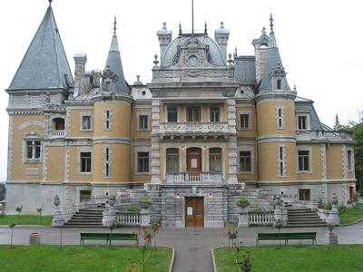 Массандровский дворец - знаменитое имение российского императора Александра III