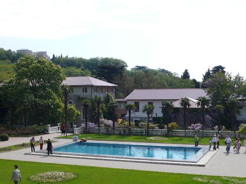 Никитский ботанический сад — знаменитая достопримечательность Ялты