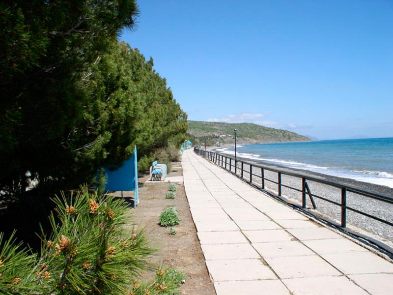 Набережная курортного городка Канака в Крыму