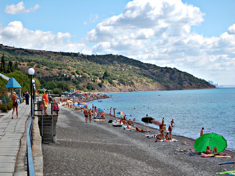 Пляж в Канаке в Крыму