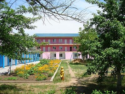 Пансионат «Азовский» в курортном поселке Песочное