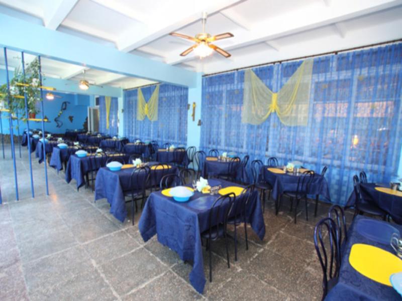 Столовая в пансионате «Голубой залив» в Крыму