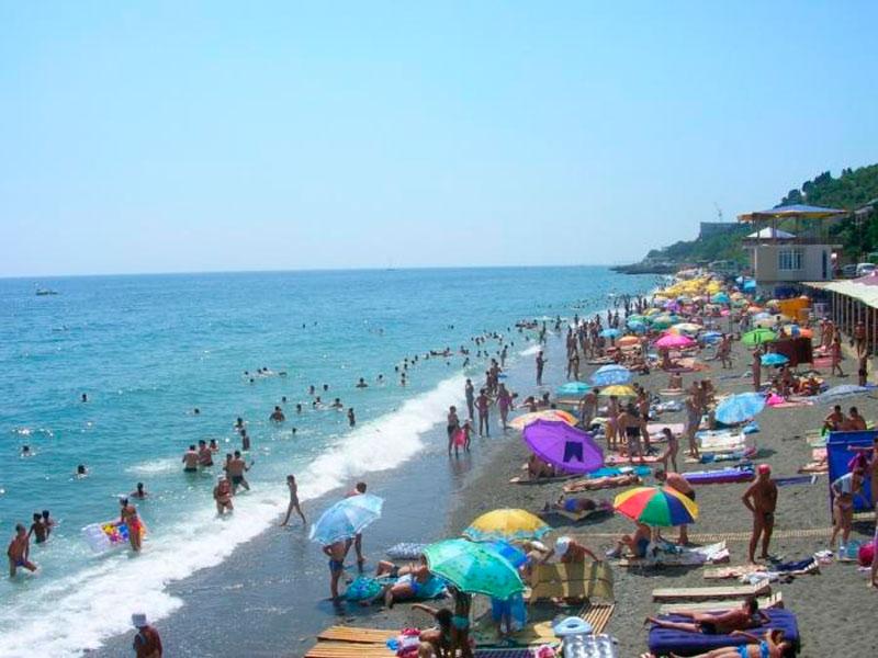 Пляж пансионата «Нева» в Крыму