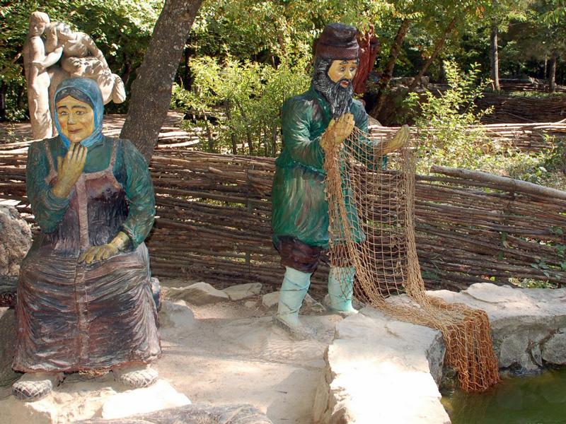 Персонажи сказки «Золотая рыбка» на Поляне сказок