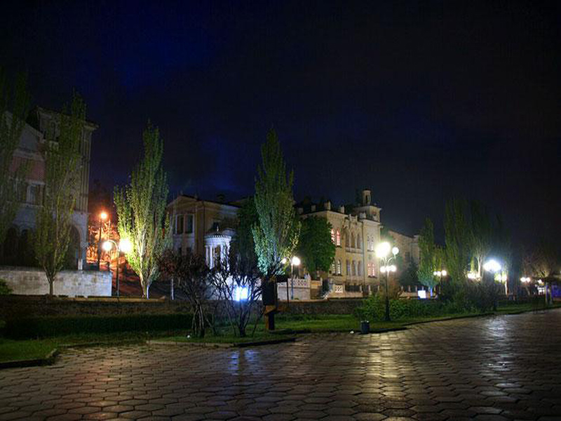 Санаторий «Восход» в Феодосии в темное время суток