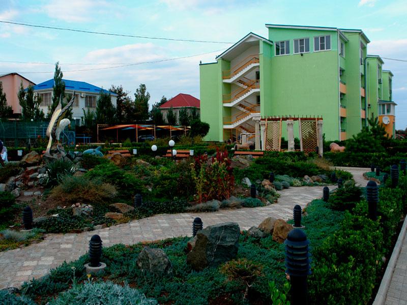 Территория санатория «Юрмино» в курортном городе Саки