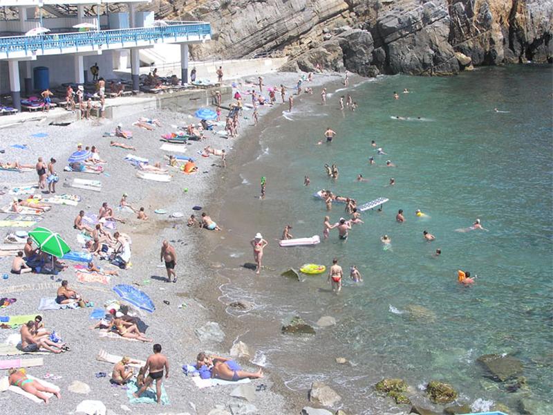 Пляж, который принадлежит санаторию «Жемчужина» в Гаспре