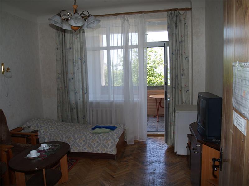 Пример одной из комнат для проживания отдыхающих в санатории «Жемчужина» в Гаспре