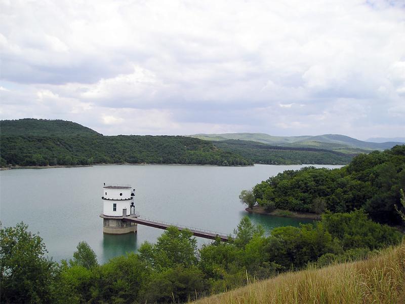 Водохранилище неподалеку от Симферополя