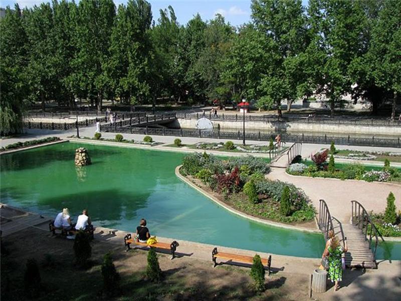 Один из парков для отдыха в Симферополе