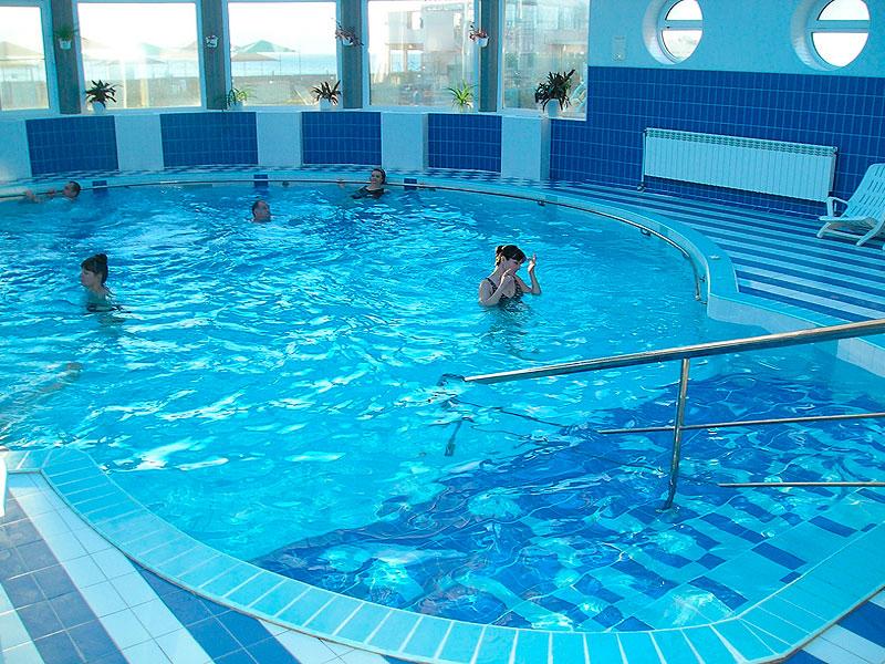 Крытый бассейн в санатории «Юрмино» в Саки